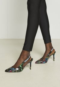 Versace Jeans Couture - Classic heels - nero - 0