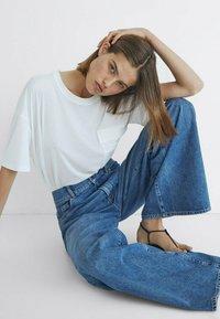 Massimo Dutti - MIT HOHEM BUND UND WEITEM BEIN - Flared Jeans - dark blue - 3