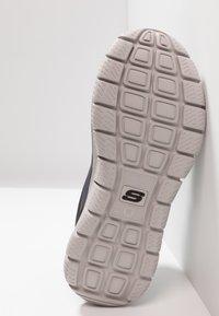Skechers Wide Fit - TRACK SCLORIC - Sneakers basse - grey/navy - 4