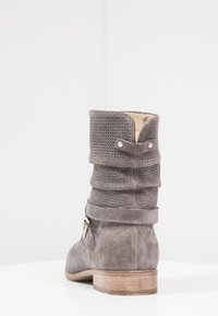 Pier One - Classic ankle boots - grey - 4