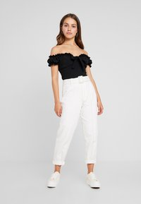 Missguided Petite - MILKMAID TIE FRONT BARDOT - T-shirt con stampa - black - 2