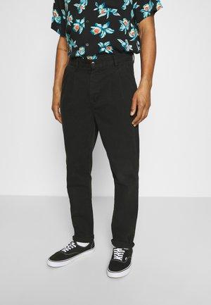 STUDIO PLEAT PANT - Trousers - black