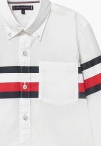 Tommy Hilfiger - PRINTED GLOBAL STRIPE - Shirt - white - 3