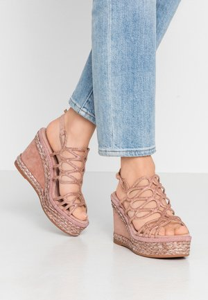 High heeled sandals - old pink