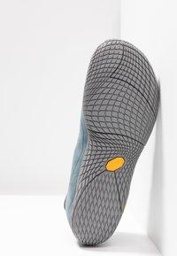 Merrell - VAPOR GLOVE LUNA - Minimalist running shoes - slate - 4
