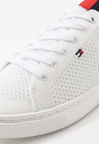 Tommy Hilfiger - LIGHTWEGHT CASUAL  - Trainers - white - 2