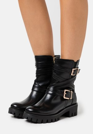 BOOTS - Cowboy/biker ankle boot - black/gold