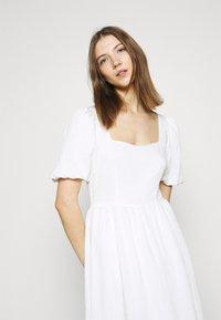 NA-KD - STRUCTURED VOLUME MIDI DRESS - Maxi dress - white - 4