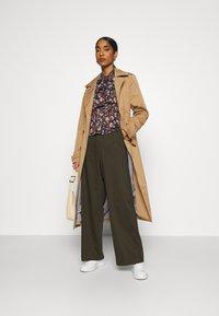 Ivy Copenhagen - ALICE WIDE PANT  - Pantalones - army - 1