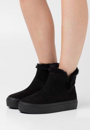 FLUFFY - Kotníková obuv - black
