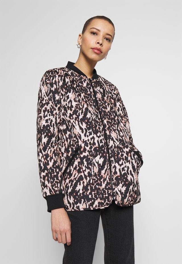 FRHAQUILT OUTERWEAR - Light jacket - sable