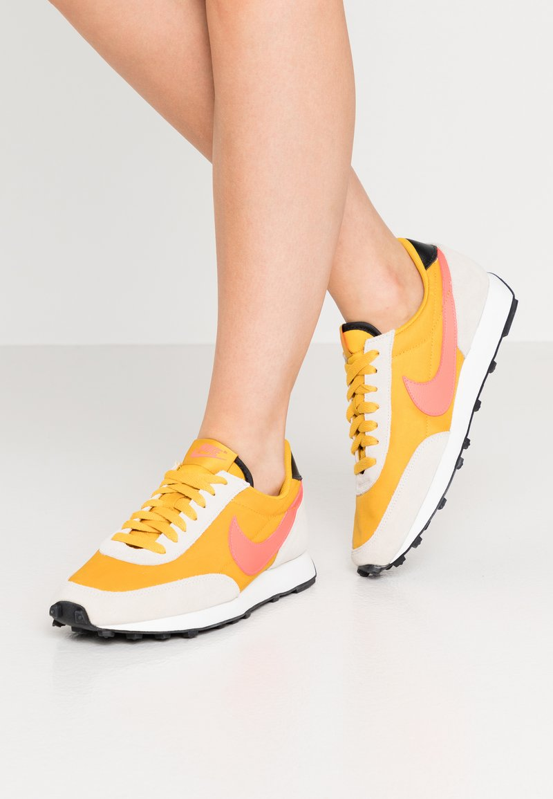 Nike Sportswear - DAYBREAK - Trainers - dark sulfur/flash crimson/summit white/black
