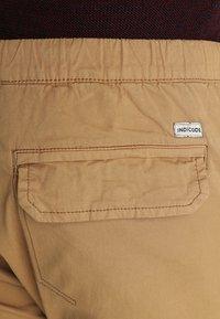 INDICODE JEANS - LEVI PLUS - Pantaloni cargo - amber - 5