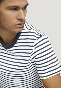 TOM TAILOR DENIM - Print T-shirt - navy white thin stripe - 3