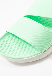 Crocs - LITERIDE STRETCH  - Domácí obuv - neo mint/almost white - 2
