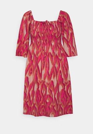 VMANNABELLE DRESS - Sukienka letnia - honeysuckle
