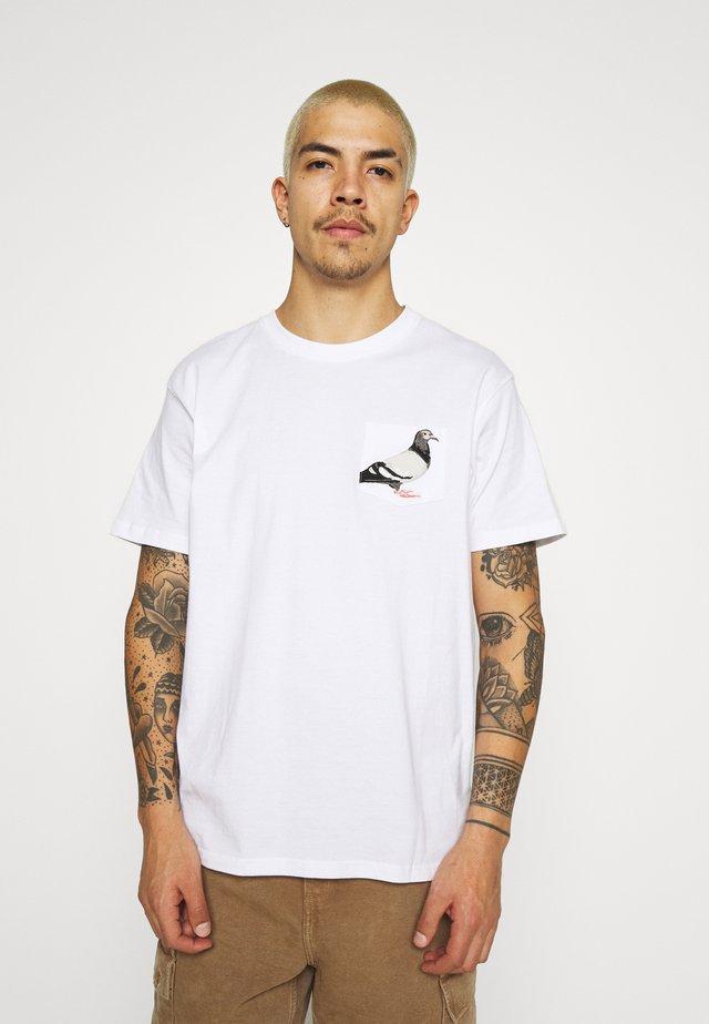 POCKET TEE UNISEX - T-shirts med print - white
