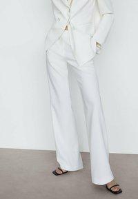 Massimo Dutti - MIT SCHLAG  - Trousers - white - 0