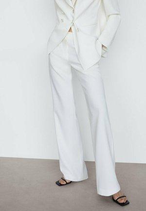 MIT SCHLAG  - Trousers - white