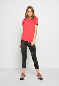 The North Face - AMBITION  - Print T-shirt - cayenne red - 1