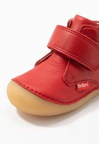Kickers - SABIO - Vauvan kengät - rouge perm - 2