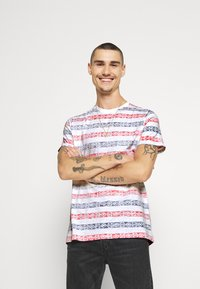 Brave Soul - REEF - T-shirt con stampa - white/rich navy/red - 0