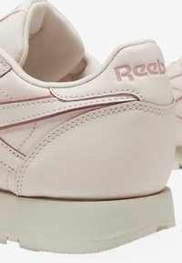Reebok Classic - CLASSIC LEATHER SHOES - Sneakers - pink/white/off-white - 8