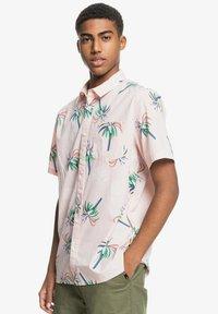Quiksilver - Shirt - soft pink royal palms - 3
