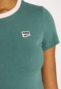 Puma - DOWNTOWN SMALL LOGO TEE - Print T-shirt - blue spruce - 5