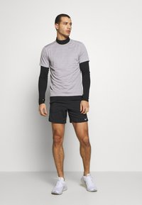 Nike Performance - FLEX STRIDE SHORT - Korte broeken - black/reflective silver - 1