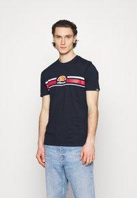 Ellesse - MONTELL - Print T-shirt - navy - 0
