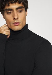 TOM TAILOR DENIM - BASIC ROLLNECK - Trui - black - 5