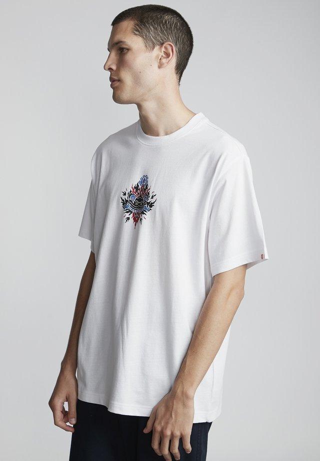 YARBO  - T-shirt con stampa - optic white