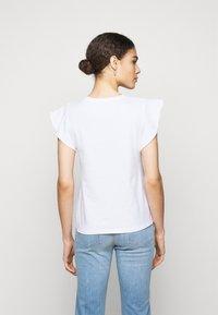 CLOSED - WOMEN - Basic T-shirt - ivory - 2