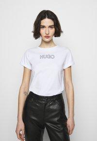 HUGO - THE SLIM TEE - Print T-shirt - white - 0