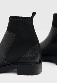 Bershka - MIT SOCK - Kotníkové boty - black - 6