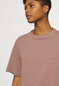 Weekday - TRISH - Basic T-shirt - brown - 4