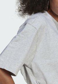 adidas Originals - TEE - Basic T-shirt - light grey heather - 5
