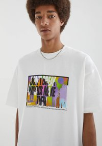 PULL&BEAR - MIT BUNTEM SLOGAN - Print T-shirt - white - 4