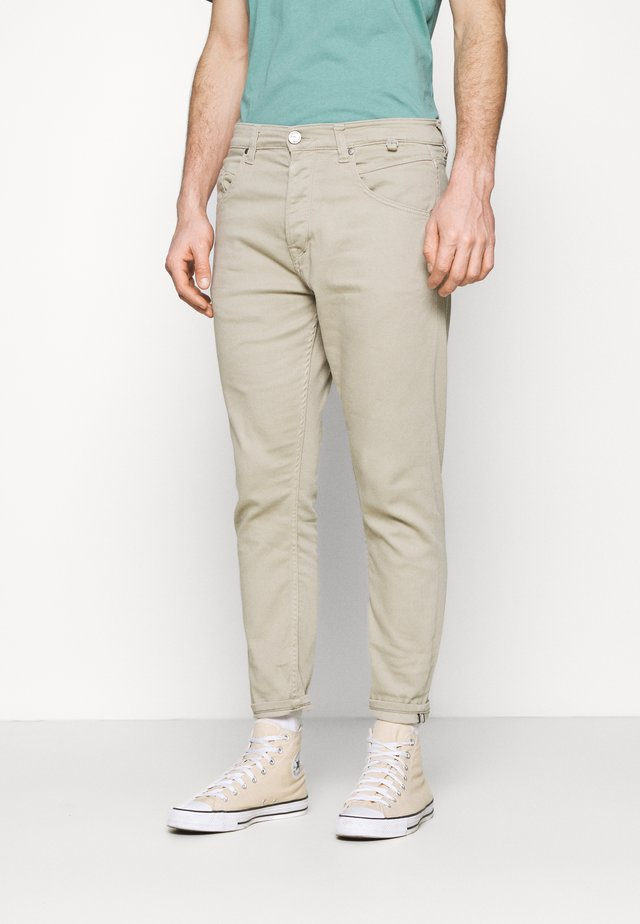 ALEX  - Jeans Tapered Fit - beige