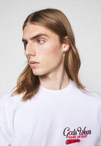 GCDS - SANFORIZED TEE - Print T-shirt - white/red - 3