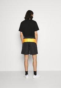 adidas Originals - UNISEX - Shorts - black - 2