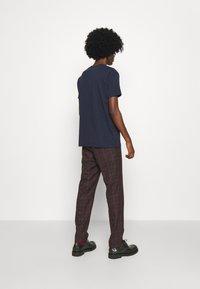 Vivienne Westwood - KID CLASSIC UNISEX - Print T-shirt - navy - 4