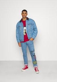 Levi's® - DISNEY MICKEY AND FRIENDS 502™  - Jeans straight leg - indigo denim - 1