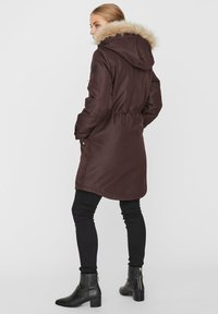 Vero Moda - Płaszcz zimowy - chocolate plum - 3