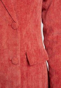 Missguided - PURPOSEFUL BUTTONED BLAZER DRESS - Skjortklänning - coral - 5