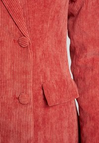 Missguided - PURPOSEFUL BUTTONED BLAZER DRESS - Košilové šaty - coral - 5