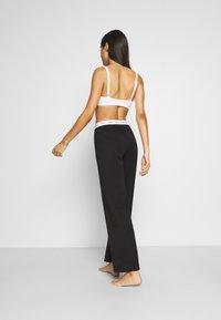 Guess - LONG PANT - Pyjama bottoms - jet black - 2