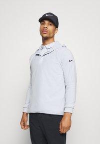 Nike Golf - THERMA HOODIE - Mikina skapucí - sky grey - 0