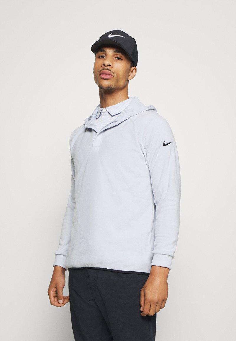 Nike Golf - THERMA HOODIE - Mikina skapucí - sky grey